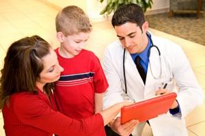 Mère enfant et médecin