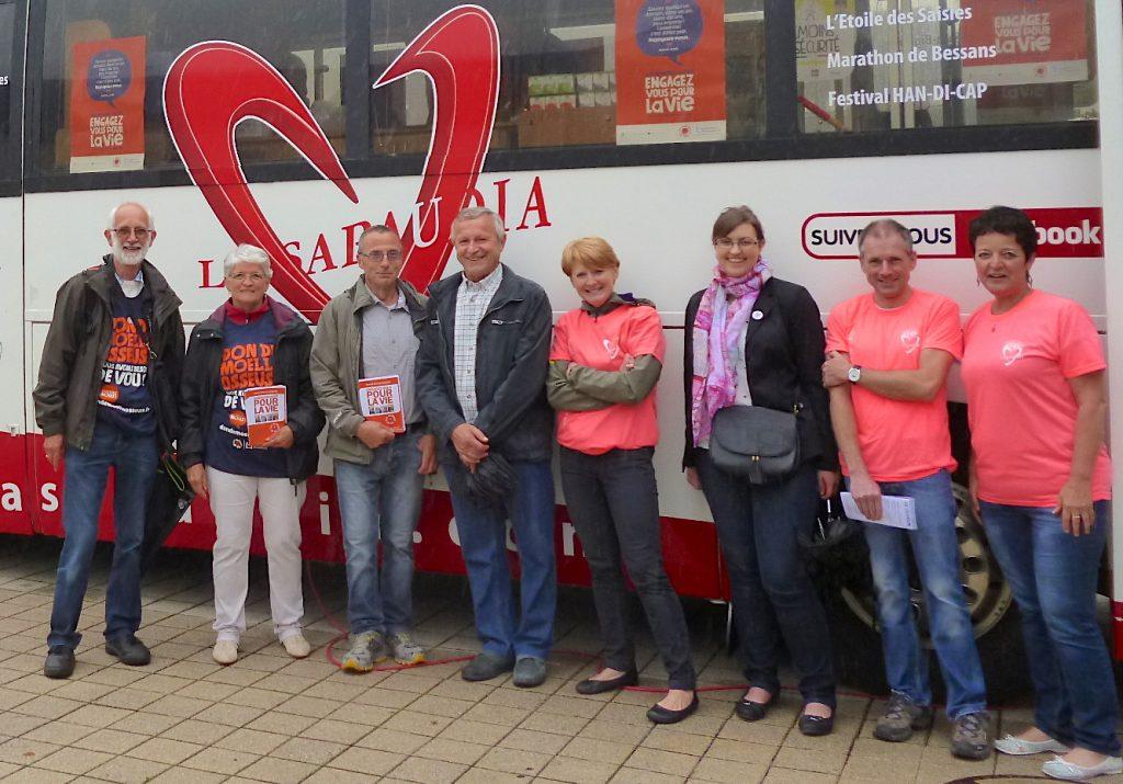 Devant le bus de La Sapaudia